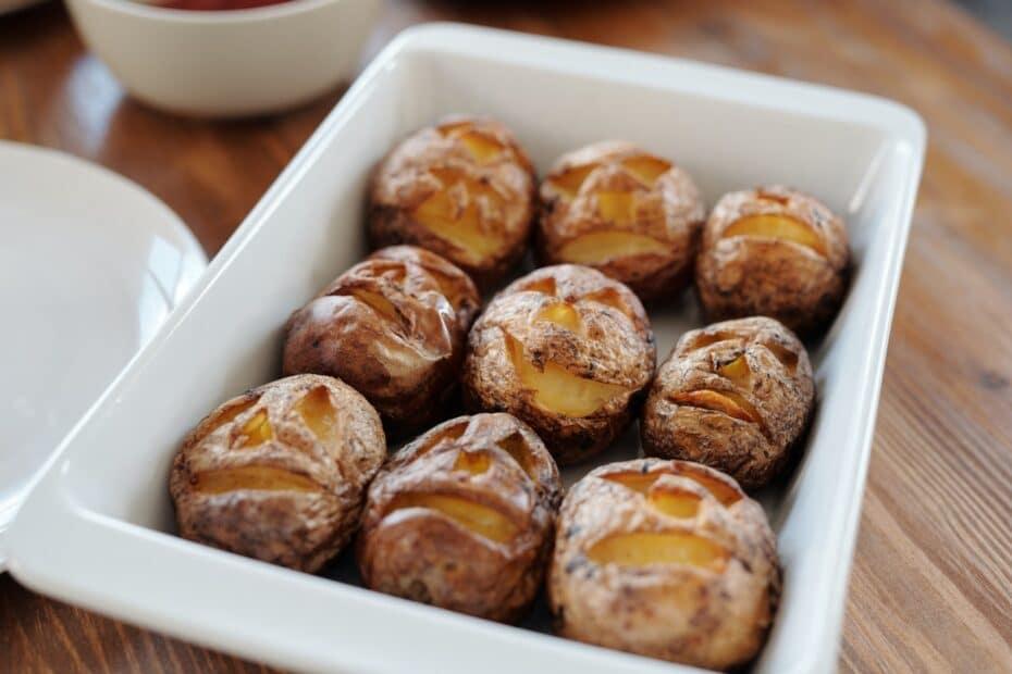 Opskrift - Bagte kartofler med purløgsdressing